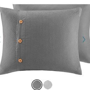 NWOT Madison Park Waffle Weave Pillow Sham